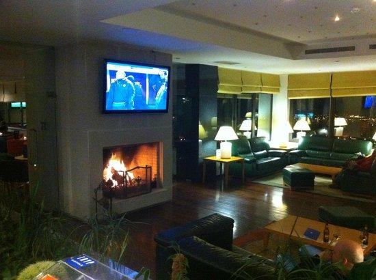 Tryp Colina DO Castelo Hotel: salón-lobby