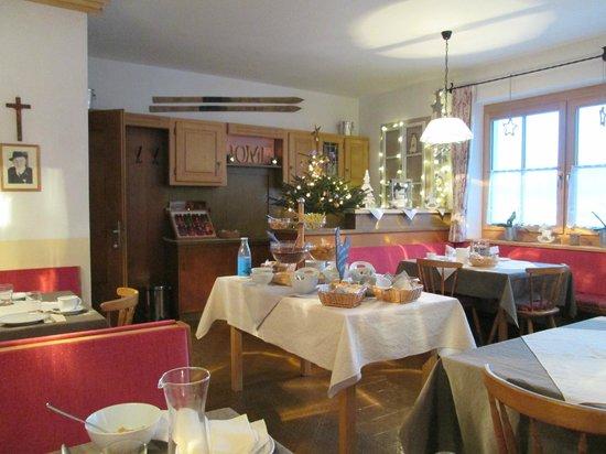 Pension Edelweiss: cosy breakfast room