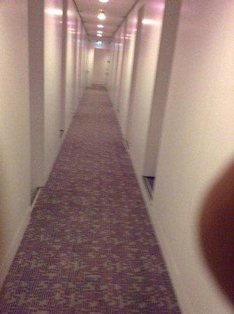 Yotel Amsterdam Schiphol Airport: long hallway