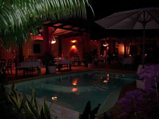 Bliss Restaurant Lounge Bar Pool : Piscina