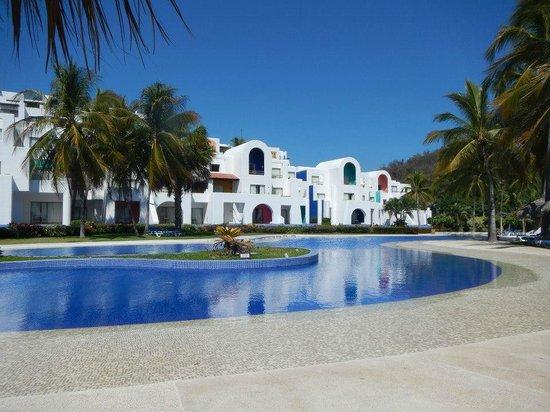 Camino Real Zaashila: view of resort from beach