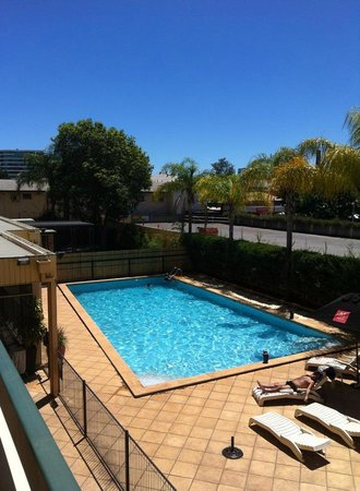 Chifley on South Terrace: Pool Area from our room