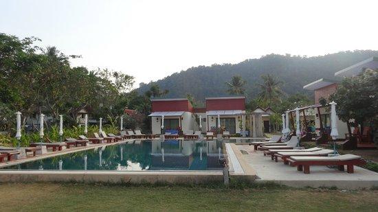 Golden Bay Cottages: Pool