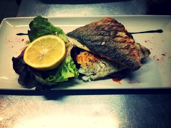 Kantina Cafe & Wine: Grilled Seabream
