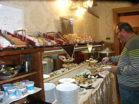 Hotel Joli : petit dejeuner