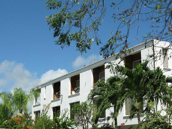 Coral Lane Beach Apartments : View of the APA
