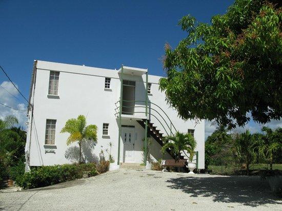 Coral Lane Beach Apartments : APA entrance