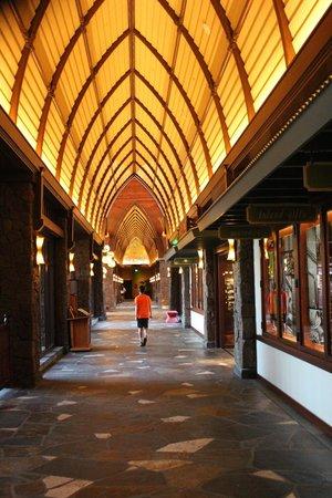 Aulani, a Disney Resort & Spa: Hallway