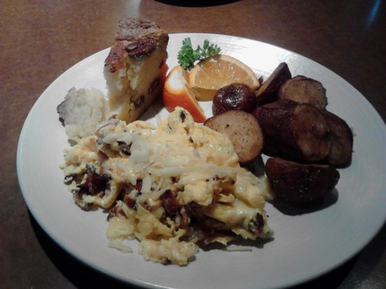 Babica Hen Cafe: Egg scramble with potatoes and coffee cake