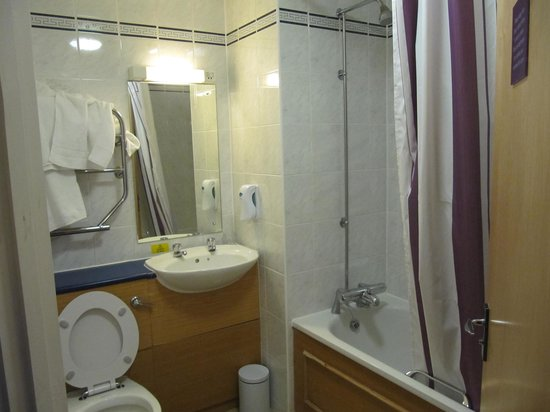 Premier Inn Brighton City Centre Hotel: Bathroom