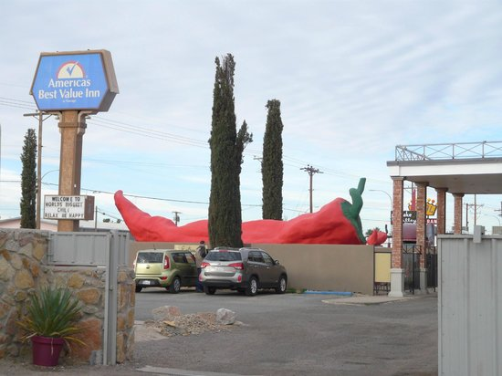 The Big Chile Inn: front