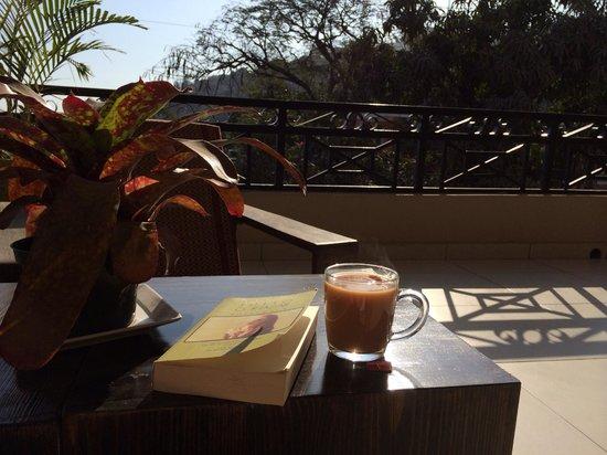 Allamanda Hotel: Sunday morning tea on the common balcony