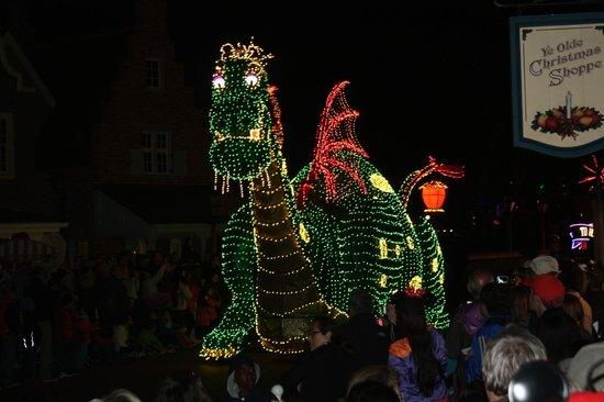 Magic Kingdom : Elliott the dragon in the Electrical Parade