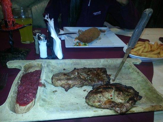 Czarny Staw Restauracja: pork neck with cranberry sauce
