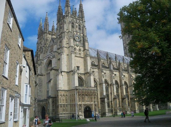 Canterbury Cathedral Lodge: Canterbury Cathedral Close (the grounds)