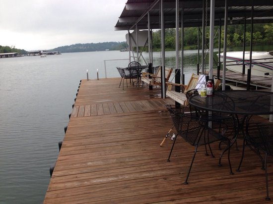 Cedar Wood Resort: Perfect dock with porch swings, breakfast tables, ladder for easy swimming access, padded boat s