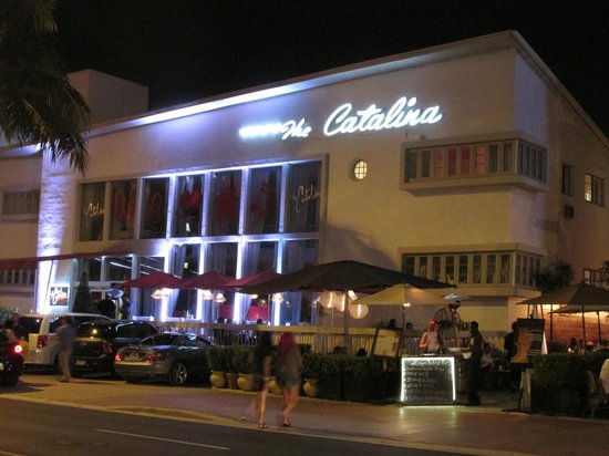 Catalina Hotel & Beach Club : main entrance at night