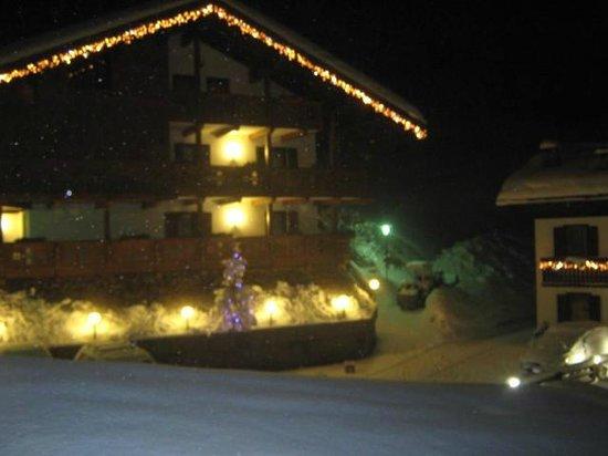 Wellness Hotel Fontana: nevicata di sera