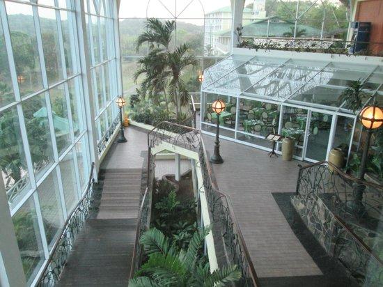 Gamboa Rainforest Resort : gamboa resort alacarte restraurant on right