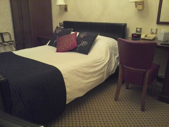 Gipsy Hill Hotel: Comfy bed, but room temperature was a challenge to get right