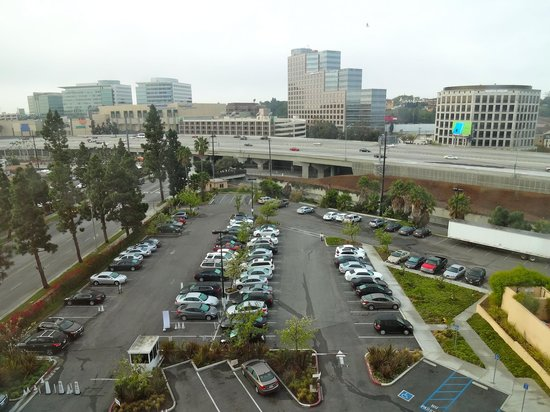 Courtyard by Marriott Los Angeles Westside: view of the 405
