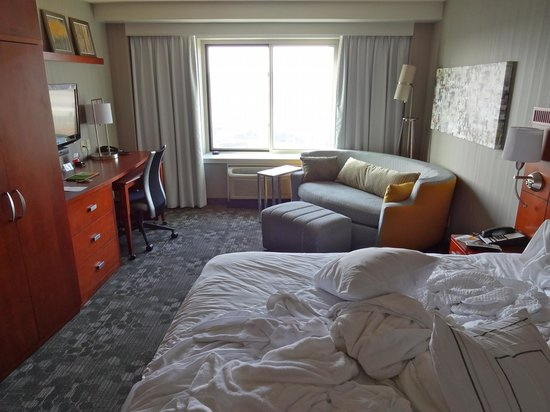 Courtyard by Marriott Los Angeles Westside: king room