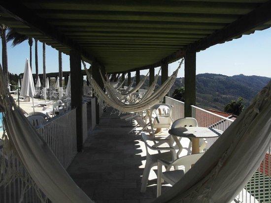 Hotel Fazenda Vale Do Sol : Redes na piscina
