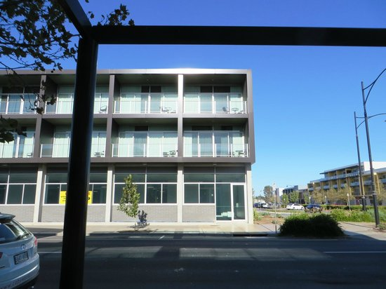 Mawson Lakes Hotel: Mawsons Lakes Hotel opposite the apartments