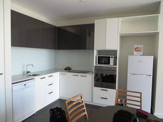 Mawson Lakes Hotel: Kitchen