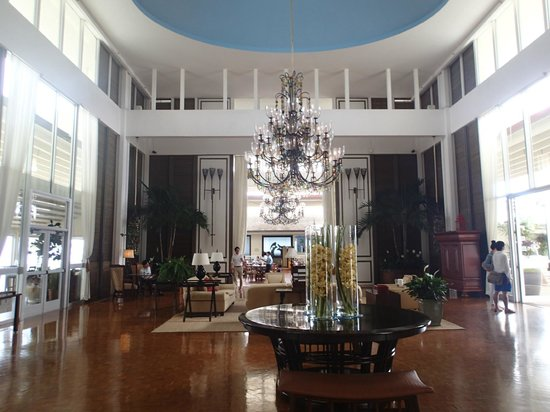 The Kahala Hotel & Resort: The beautiful view through lobby