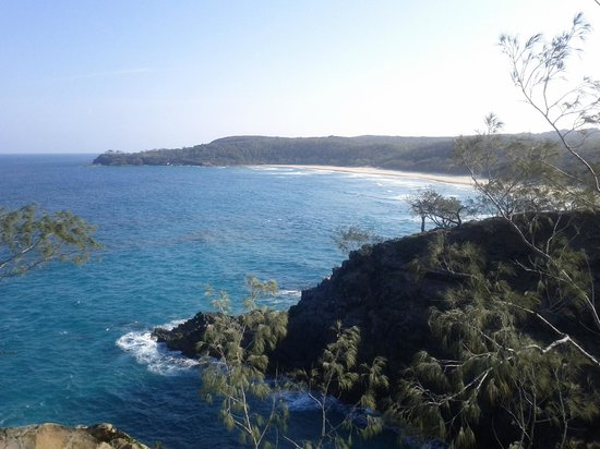 Noosa National Park: Looking from Hell's Gate over to Alexandria Bay