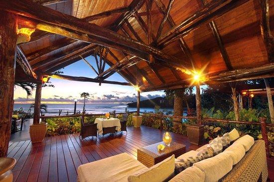 Savasi Island Villas : Dining and lounge view