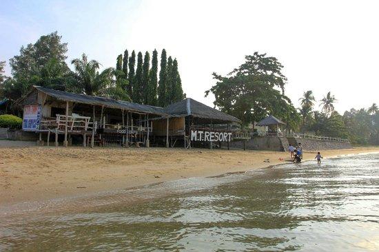 M.T.Resort: ชายหาดกับห้องอาหาร