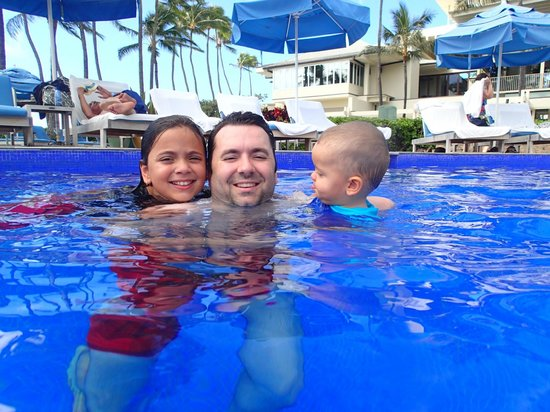 The Kahala Hotel & Resort: some family members in the pool