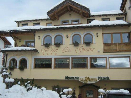 Pizzeria La Grotta : la facciata del locale