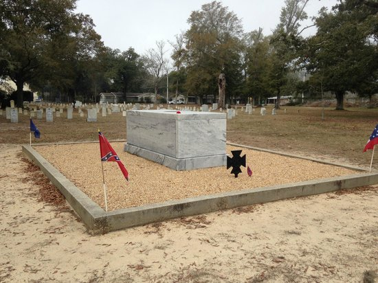 Beauvoir: Tomb of the unknown confederate soldier.