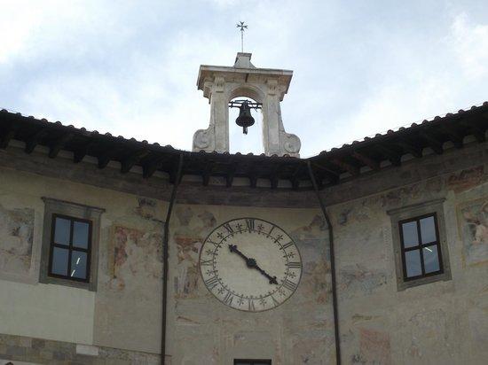 Piazza dei Cavalieri : Fachada superior do Palazzo dell'Orologio. Relógio anexado em 1696.