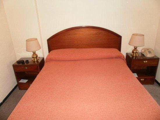 Hotel Centro Naval: La cama, grande.