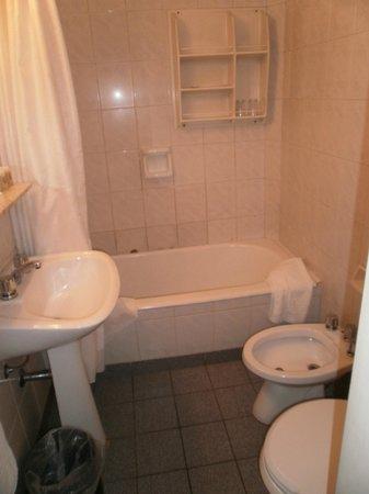 Hotel Centro Naval: Baño con bañera