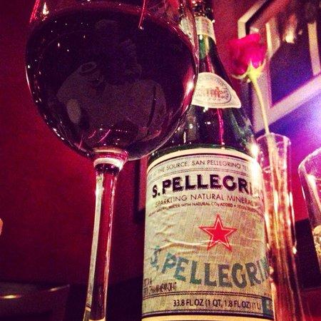 Club A Steakhouse : Obvio vino italiano y agua italiana.