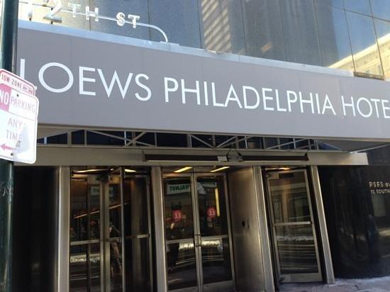 Loews Philadelphia Hotel: front door