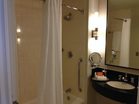 Loews Philadelphia Hotel: Bathroom