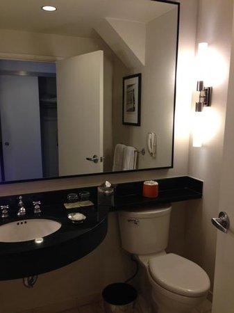 Loews Philadelphia Hotel: Bathroom2