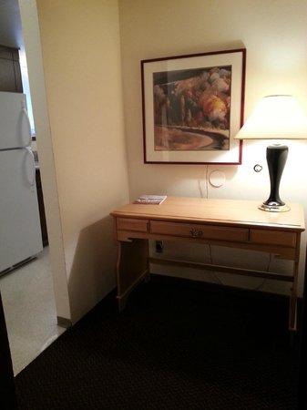 Olympic Suites Inn: Study area