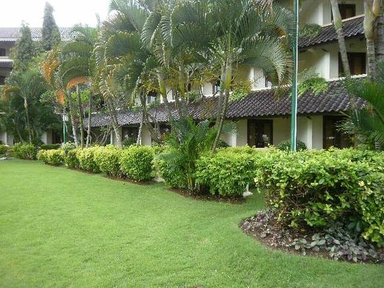 Discovery Kartika Plaza Hotel: View to private garden rooms