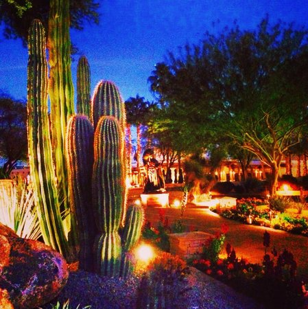 JW Marriott Scottsdale Camelback Inn Resort & Spa: Nightime VIews