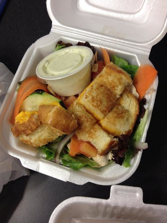 Tom & Chee: Small grilled cheese salad