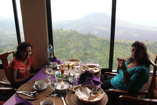 Mount Batur: Dining with a view.