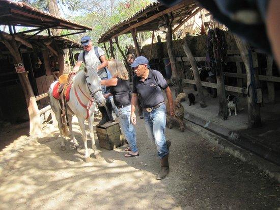 Finca Caballo Loco - Horse Tours Costa Rica: Getting ready