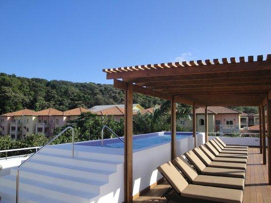 Paradise Oceanic Hotel : Piscina en la terraza de hotel